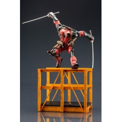 SUPER DEADPOOL ARTFX STATUE